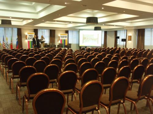 Organizar una convención internacional para una ONG: Más juntos, más lejos